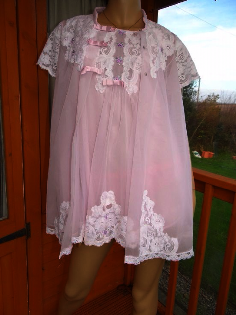 "VINTAGE ""SHADOWLINE"" BABY DOLL NIGHTIE & NEGLIGEE SET SIZE;- PETITE  #415"